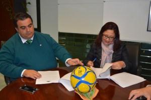 Firma del convenio para la Edca Cup de fútbol 7 en Punta Umbría.