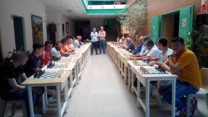 Partida de ajedrez simultánea en el centro penitenciario de Huelva.