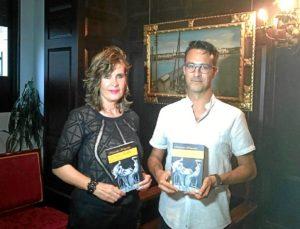 El Teniente de Alcalde y concejal de Patrimonio junto a la escritora