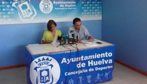 Rosa Espada, presidenta del CB Conquero, junto al abogado del club, Juan Ramón Cotán-Pinto.