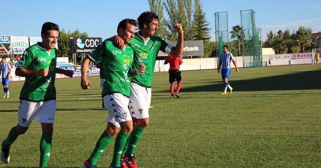 Jugadores del Villanovense celebrando la victoria.