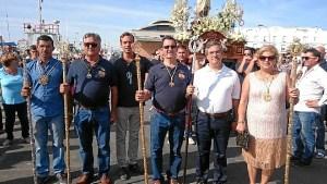 El Primer Teniente de Alcalde, segundo por la derecha, en la presidencia del traslado junto a los representantes de las Hermandades