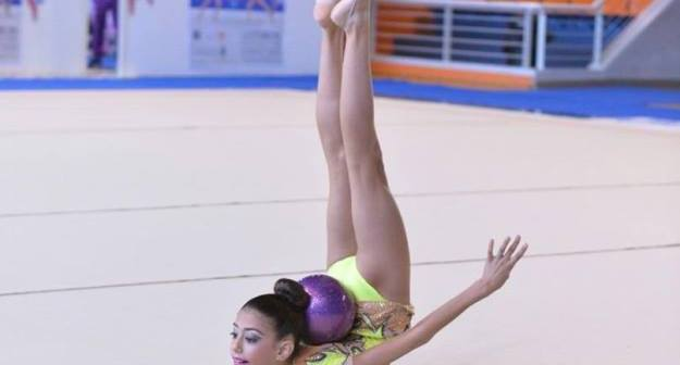 Ángela Martín, gimnasta del Club Rítmico Colombino.