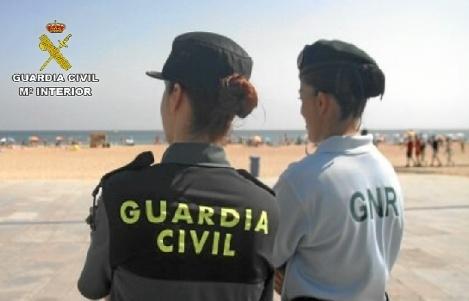 La Guardia Civil y la GNR portuguesa colaboran en la lucha contra la pesca ilegal.