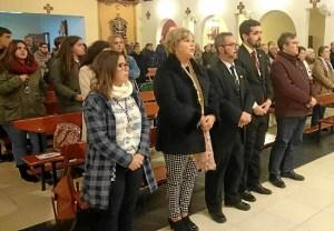 El Primer Teniente de Alcalde, primero por la derecha junto a Hermano Mayor de la Hermandad, representantes del Consejo de del resto de Hermandades ayer en la Misa