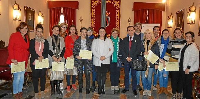 Foto de grupo empresarios y autoridades