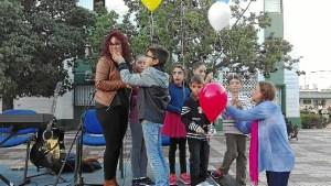 La concejala Nerea Ortega con algunos de los usuarios del Centro