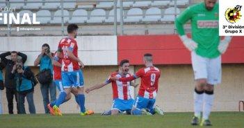 Jugadores del Algeciras celebrando la victoria ante el San Roque de Lepe.