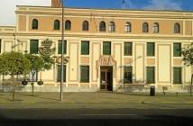 Imagen de archivo del edificio de Correos en Huelva.