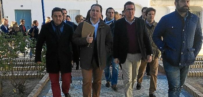 Dirigentes del PP se dirigen al pleno en el que finalmente la moción de censura no salio adelante.