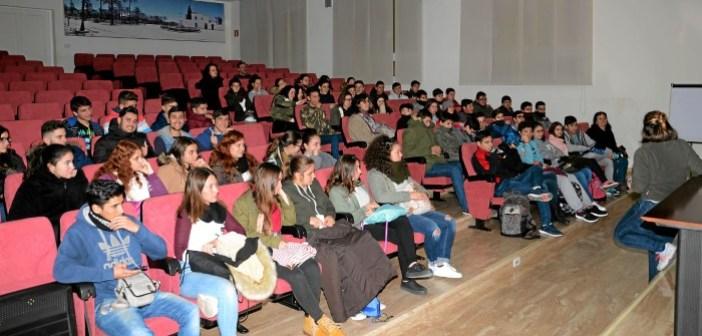 XII_Cuadernos_Energia_Estudiantes_visitan_Cepsa_en_Huelva_HD