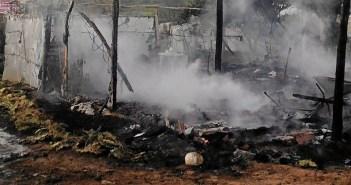 Chabolas de inmigrantes arden en Lepe (1)