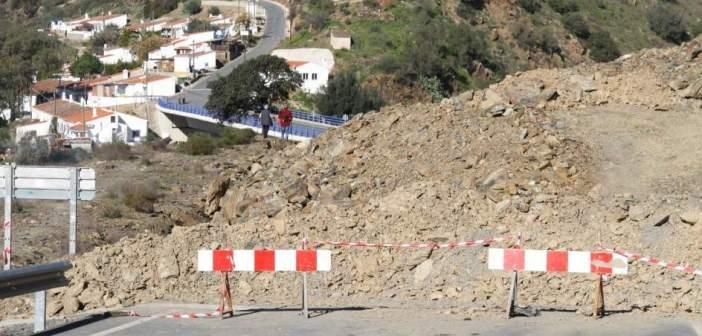 Desprendimientos en el puente El Granado a Pomarao
