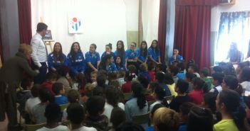 Visita de la plantilla del Cajasol Sporting a los colegios.