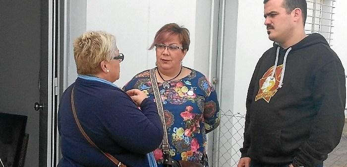 Monica Rossi en la casa ya habitada en la Barriada de Marismas del Odiel