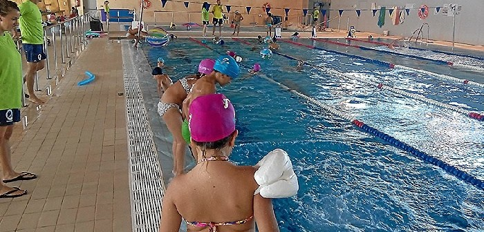 100517 campus verano piscina (archivo)