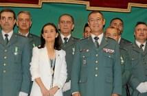 Acto 173 aniversario Guardia Civil subdelegada y coronel junto a agentes condecorados