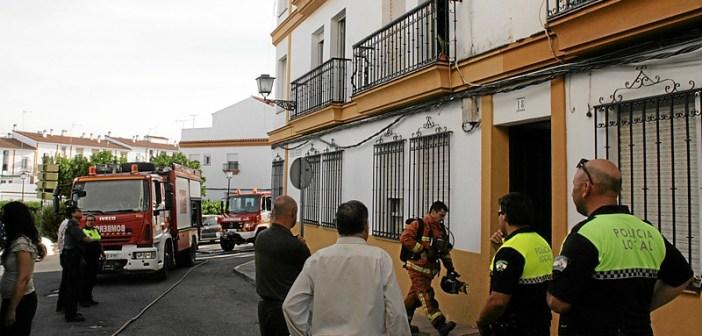 Incendio calle Campo en Cartaya (4)