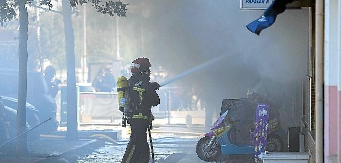Incendio en un bazar de Huelva (3)
