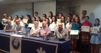 170613. El jurado y directivos de las Fundaciones Flores Jimeno y Caja Rural del Sur con los ganadores del concurso nacional tras recibir sus premios