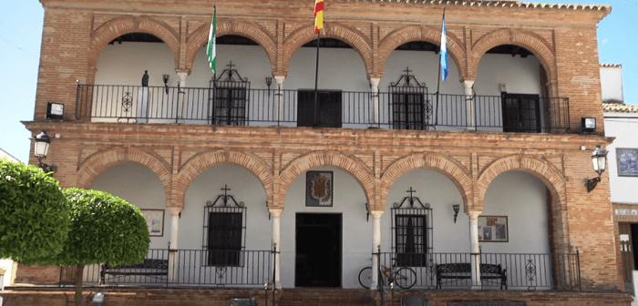 Imagen de la fachada del Ayuntamiento de Bollullos.