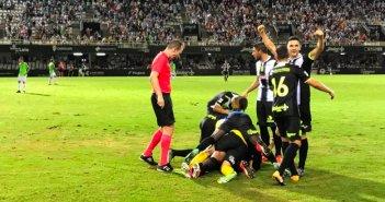 Jugadores del Cartagena celebrando el gol ante el Recre.  (@FCCartagena_efs)