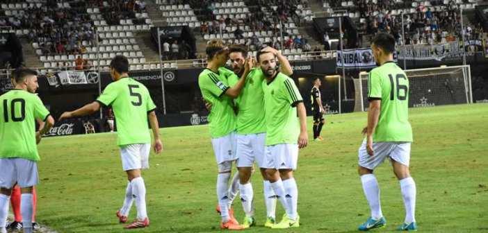 Jugadores del Recre celebrando el gol. (Tenor)