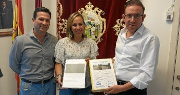 diputada carreteras presenta proyecto a alcalde aracena