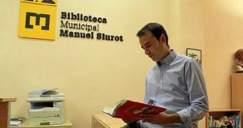 Carlos Soriano en la biblioteca municipal