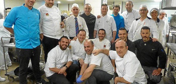 La capitalidad gastronómica ha dado pie a múltiples acciones, como esta protagonizada por distintos chefs en el hospital Juan Ramón Jiménez.