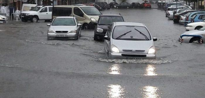 La capital onubense sufrió una 'sorprendente' inundación del centro urbano.