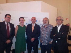El alcalde de Huete y vicepresidente de la Fundación Antonio Pérez con el presidente y directora de PhotoEspaña