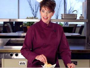 קרי מרטנס מכינה חומוס