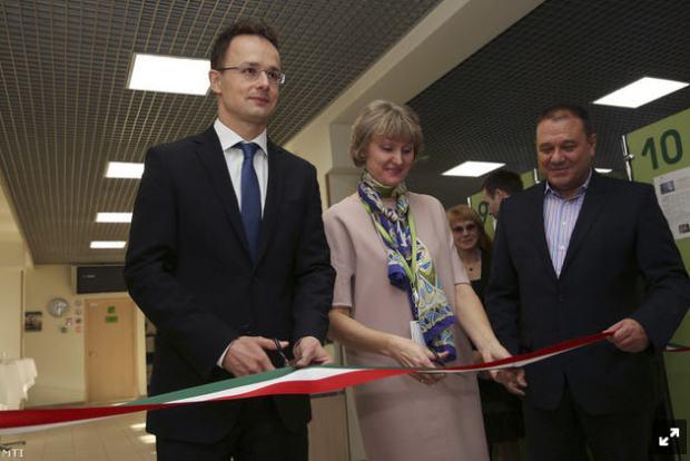 Péter Szijjártó, Elena Tsvetkova, and Csaba Tarsoly at the opening of the Moscow Trading house, November 19, 2014