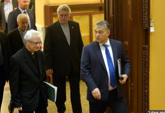 """Bishop Endre Gyulay and Viktor Orbán arrive at the meeting on """"The Signs of Times""""/ MTI, Photo Zoltán Máthé"""