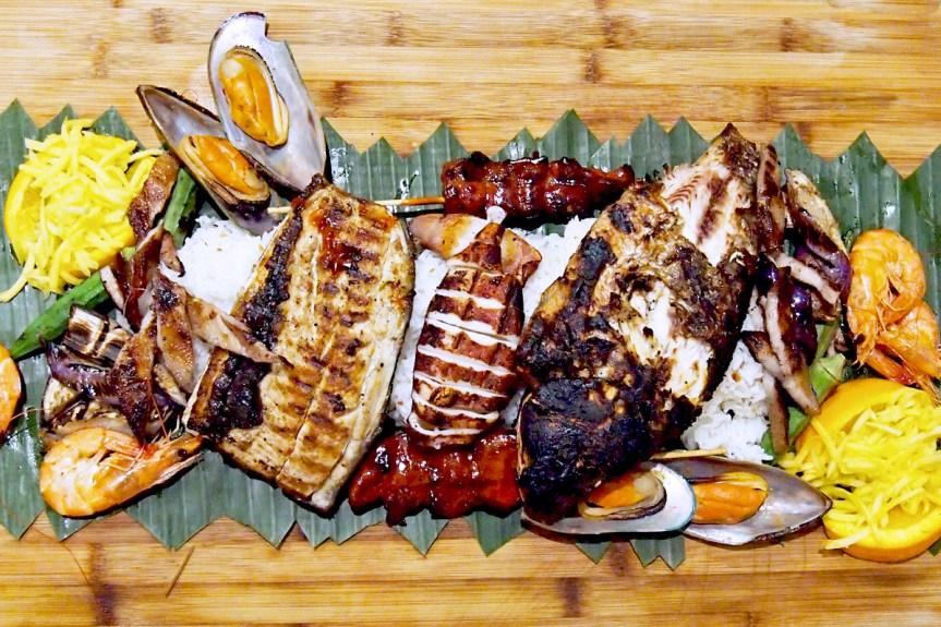 A Filipino kamayan feast at Tinuno