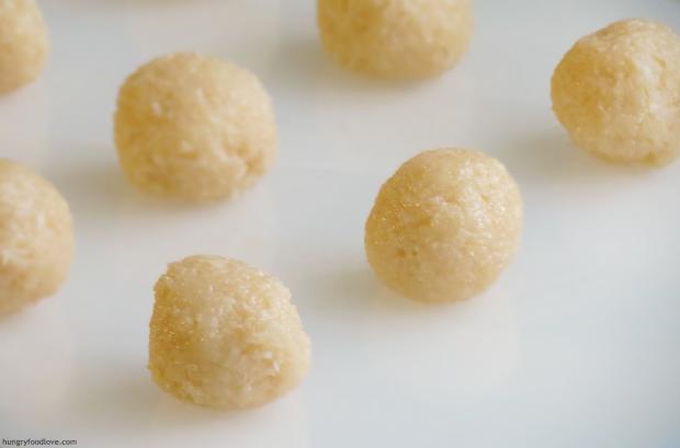 Palito de Coco - Candied Coconut Balls