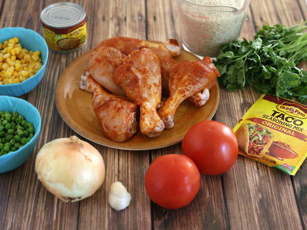 Mexican Arroz con Pollo or Chicken and Rice | @hungryfoodlove