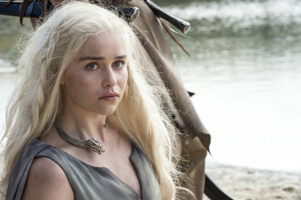 Daenerys Targaryen near tent season 6