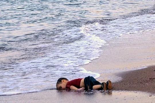 10136372-aylan-kurdi-on-en-sait-plus-sur-l-enfant-syrien-mort-en-turquie.jpg?w=618