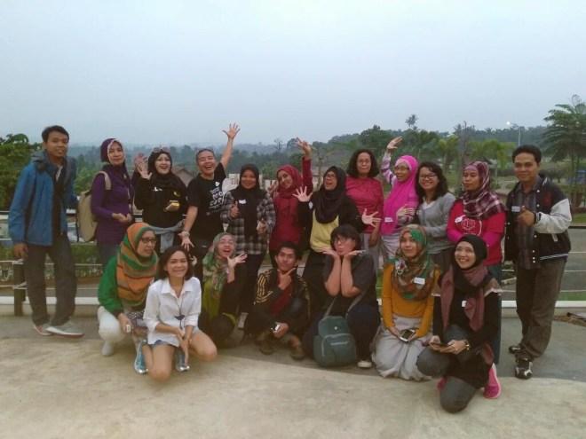 Foto bareng beberapa peserta :D (foto oleh @IndahJuli)
