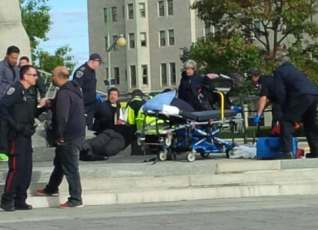 First responders arrive after multiple shots were fired at Ottawa's War Memorial on Wednesday.