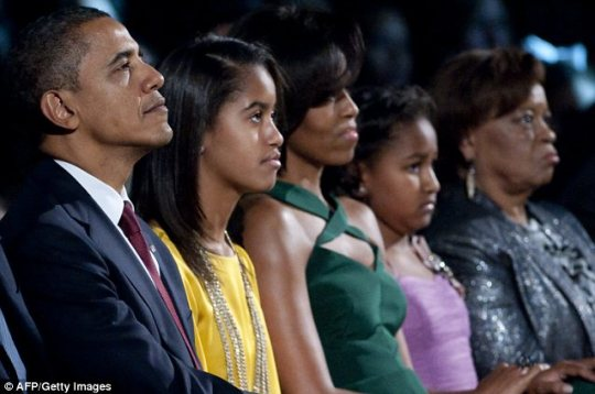 Obama Left First Lady Michelle Obama Centre Their Daughters Sasha.Where Is Sasha Obama Conspiracy