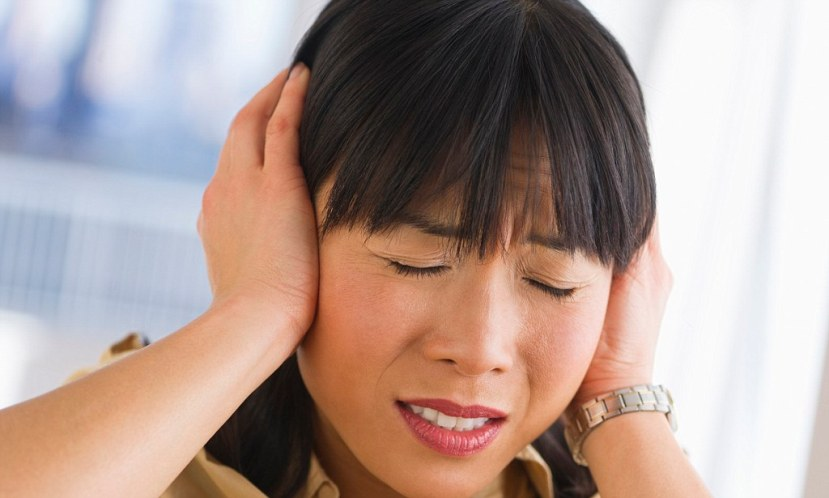 Everyone is suggesting Tinnitus, but does that mean that there are people who don't hear anything in silence 2