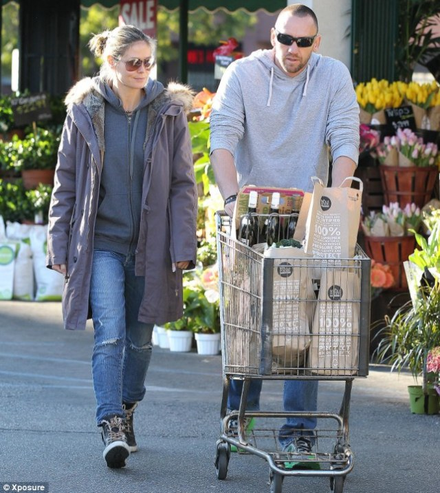 No wedding bells: Heidi and her boyfriend Martin Kristen do their grocery shopping in Brentwood on Sunday