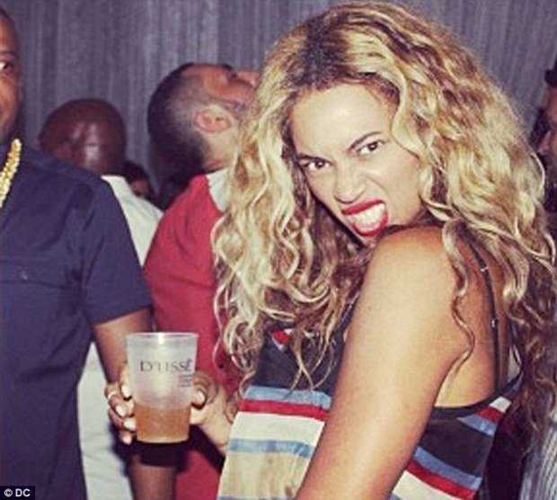 Dance fever: Beyonce dancing with Jay Z on Twitter