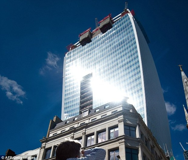 Blinding: The phenomenon takes place in the afternoon on bright days in the City of London