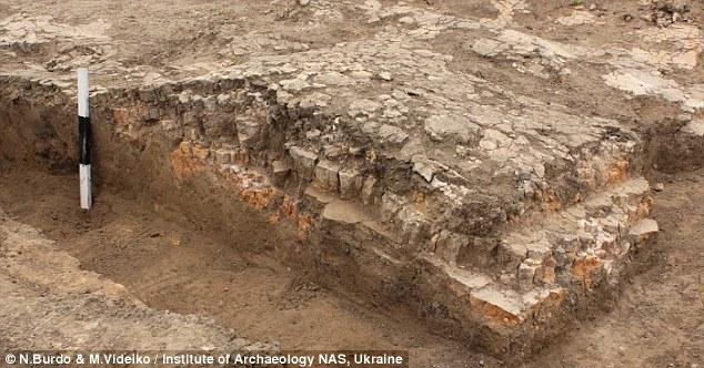 Descubren un mosaico de la provincia romana de Siria  1414412512446_wps_24_Ukraine_Temple_A_6_000_ye