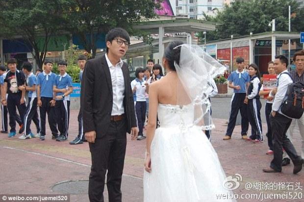 http://i1.wp.com/i.dailymail.co.uk/i/pix/2014/10/29/1414621418077_wps_15_Crying_chinese_bride_disg.jpg?w=620