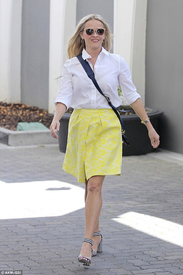 Reese Witherspoon leaves her Draper James office in LA looking     Mellow in yellow  Reese Witherspoon loves the color yellow  And on Thursday  the 40